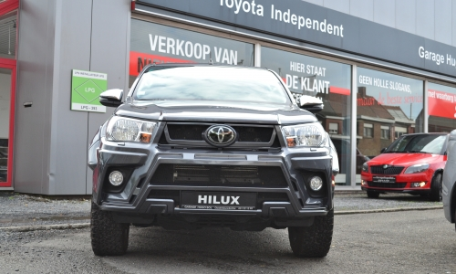 TOY HILUX